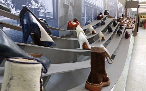 Ausstellung Ballyana Schuhe
